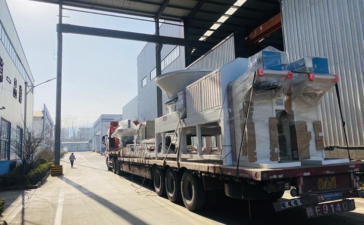 生产线设备转车完成,准备发往郑州